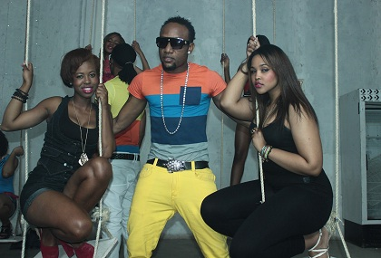 KCee – Give It To Me f  Flavour N'abania (BTS Pics